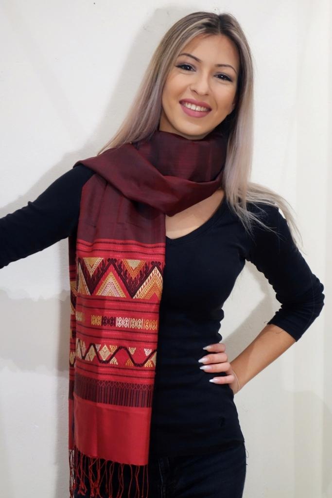 Schal rot kunstvolle Bordüre