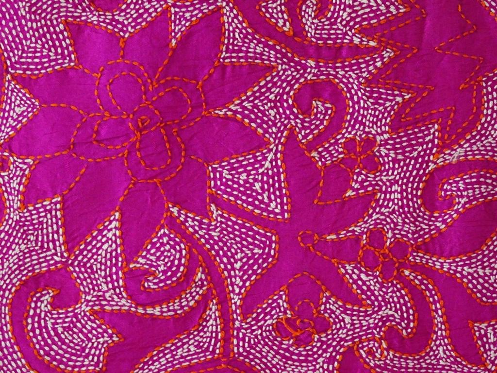 Wandbehang Seide handbestickt Blüten pink Detail