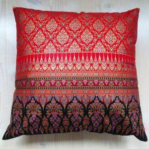Batik Kissen rot schwarz gold