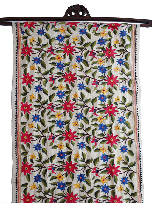 Wandbehang Seide handbestickt -Rote Blüten